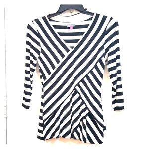 VINCE CAMUTO Small Black White Diagonal Stripe Top